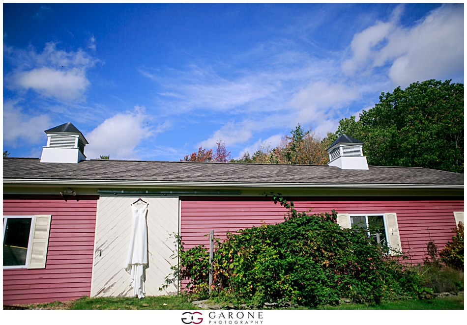 Stacy_Adam_Maine_Wedding_Photography_Outlook_red_barn_Autum_Foliage_Wedding_Garone_Photography_0002.jpg