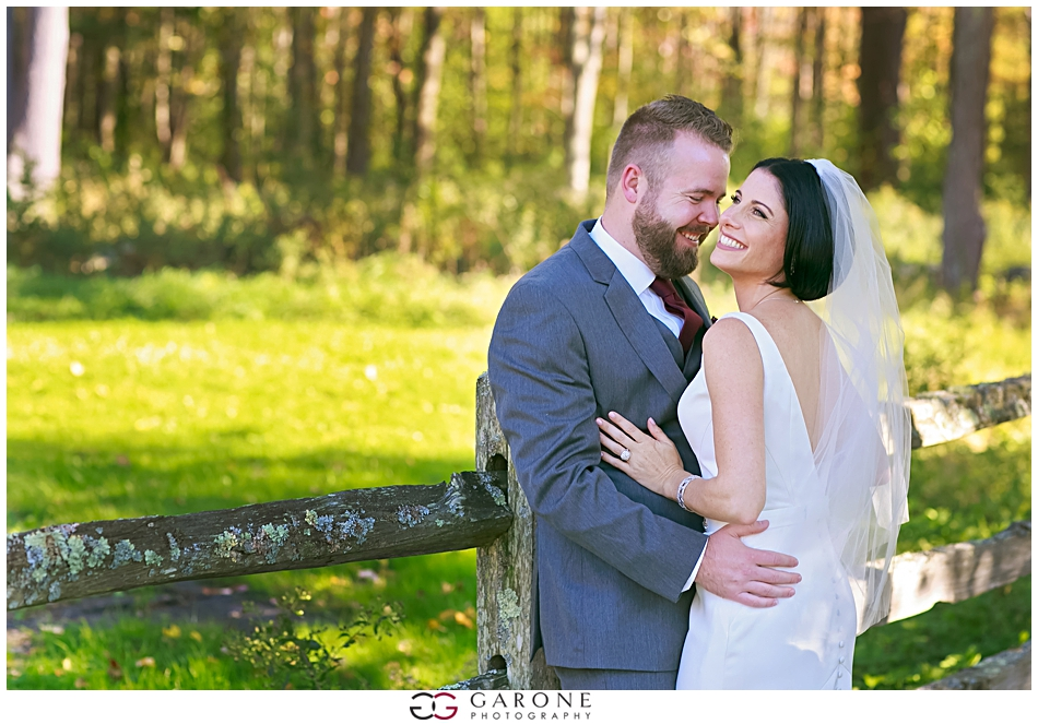 Stacy_Adam_Maine_Wedding_Photography_Outlook_red_barn_Autum_Foliage_Wedding_Garone_Photography_0014.jpg
