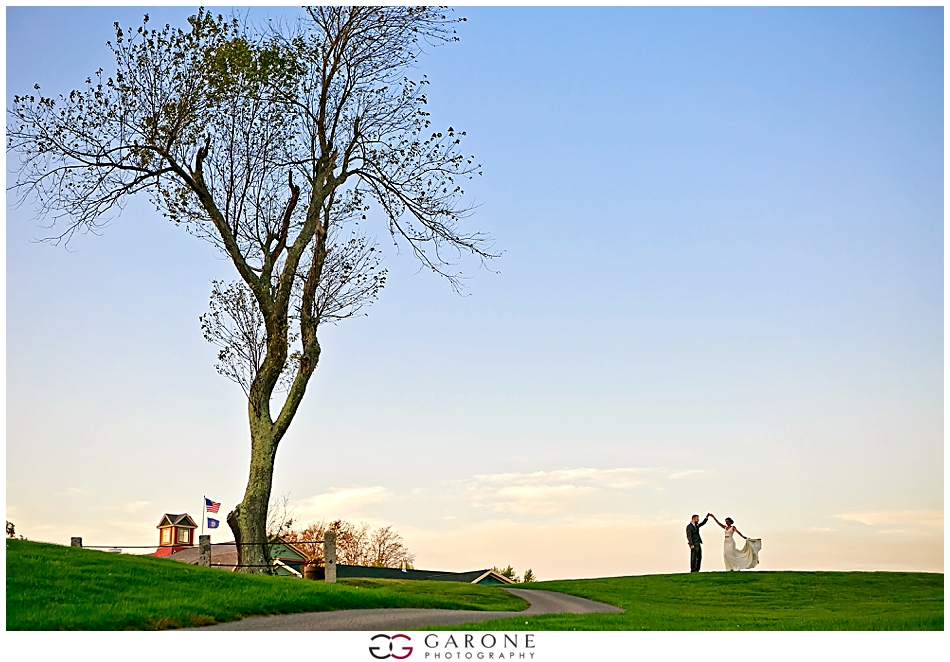 Stacy_Adam_Maine_Wedding_Photography_Outlook_red_barn_Autum_Foliage_Wedding_Garone_Photography_0036.jpg