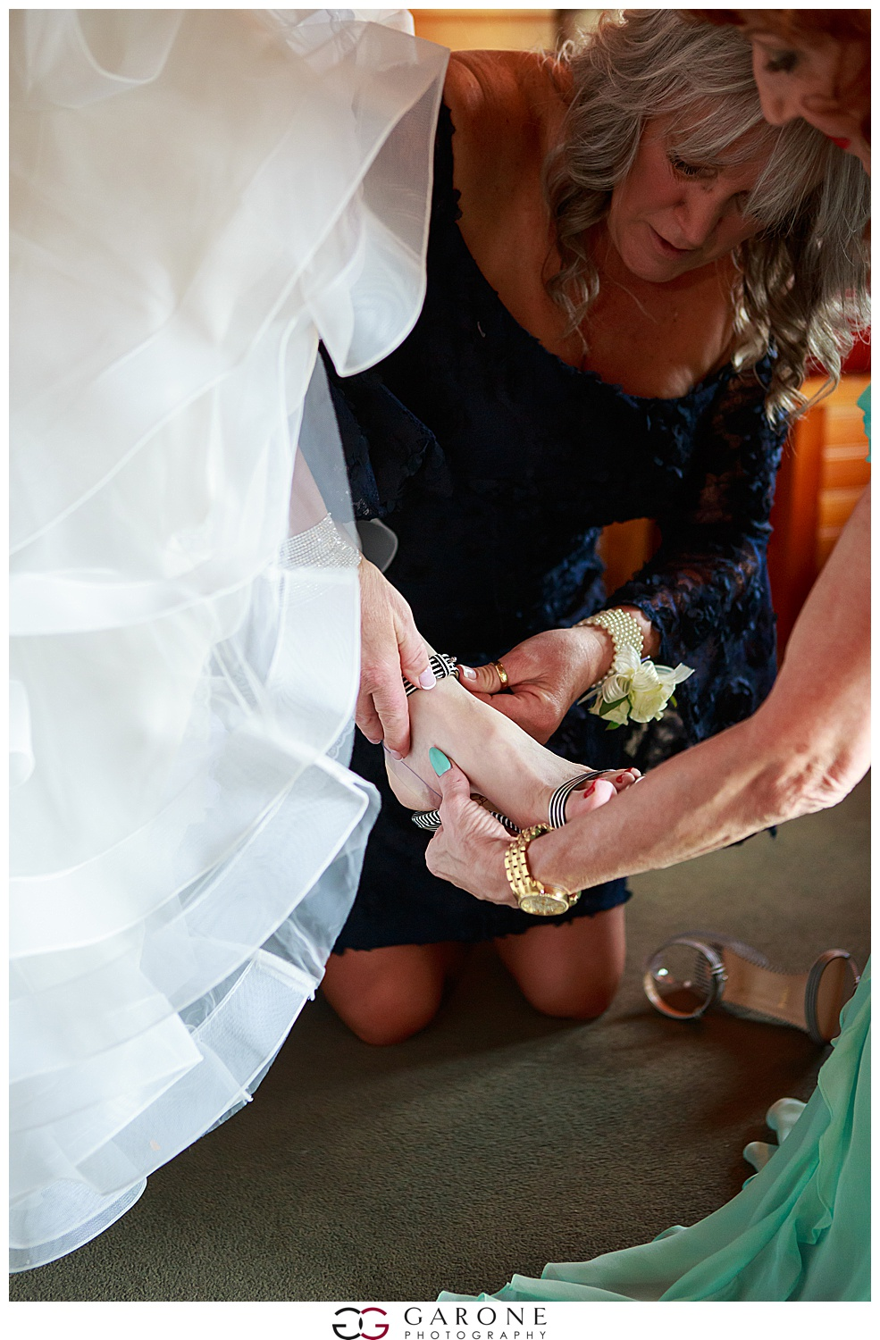 Shauna_Nathan_Carriage_House_Chuch_Landing_Lake_Winnapausakee_Wedding_0011.jpg